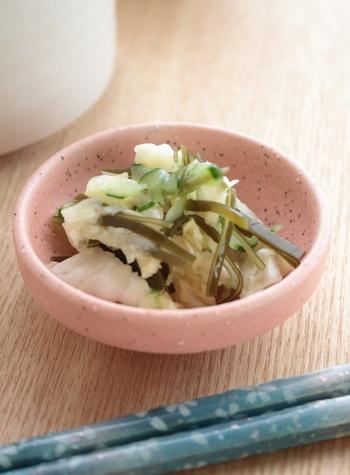 丁寧におだしを取る生活をしていると、お漬物も自分で漬けたくなりませんか?こちらは、昆布のだしがらを利用して作る白菜のお漬物。昆布の旨みと栄養を活かすことができます。慣れたらいろんなお野菜で作ってみませんか?