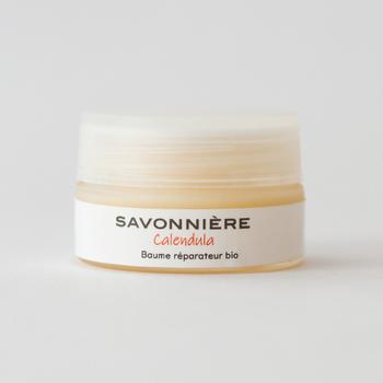 SAVONNIÈRE(サヴォニエール)は、もともと敏感肌でアトピーに悩まされていたマダム・マリアが、オーガニックの天然素材のみを原材料としたナチュラルな石けんを開発したことをきっかけに誕生した南仏のブランドです。  そんなサヴォニエールからは、シアバターをたっぷり配合したお肌に優しいバームが登場。 人の皮脂に近い成分のシアバターなので、浸透が速いのが嬉しいポイントです。