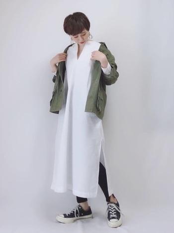 スカートやワンピースだけじゃなく、合わせることでよりおしゃれにアクティブに活動できるレギンスの活用法をマスターして、春夏もずっと着まわしを楽しんでみてくださいね!