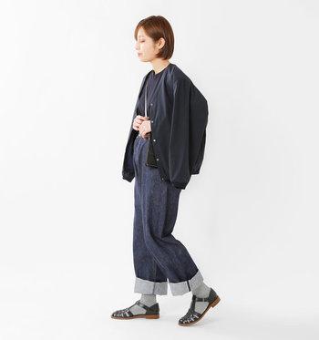 ソックスを合わせれば、真冬以外のオールシーズン使用できます。履き込むほどに柔らかくなっていくレザーの質感を足元から楽しみたいですね。