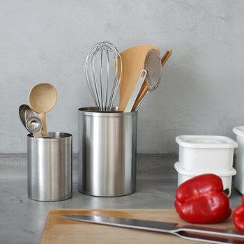 ツールスタンドはお使いですか?毎日使うものは出しておくのも便利です。こんなステンレス製なら、キッチンの雰囲気もスタイリッシュに。