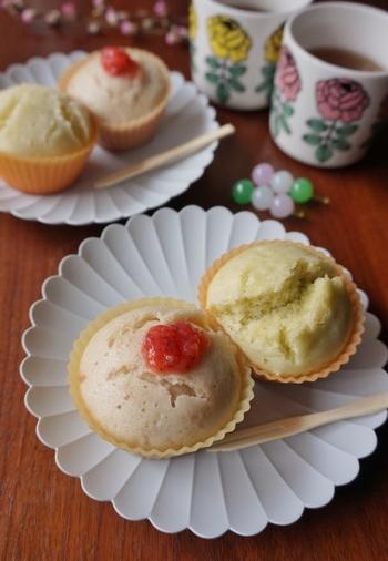お菓子としては素朴な蒸しパンも、ジャムや抹茶を加えて焼くことでちょっと彩りよく華やかに。春色の可愛いおやつ、ひな祭りにもおすすめですよ。
