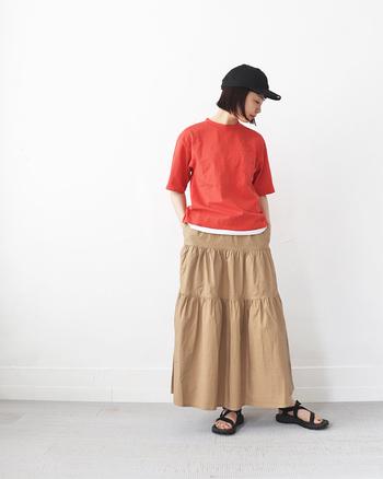 体周りにゆとりがあり、ゆったりと着こなすことができます。袖丈も眺めです。スカートと合わせてもかわいらしい。