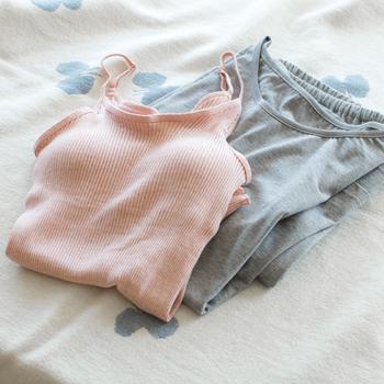 天衣無縫のリブ編みは伸びがよく、やわらかく体に沿ってくれます。カップ下のゴムもきつすぎず、緩やかにバストを支えてくれます。