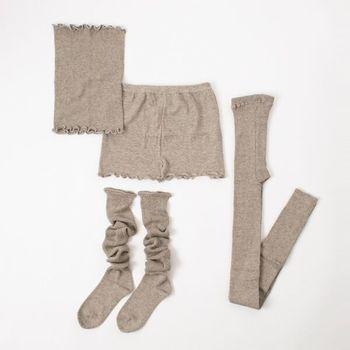 また、衣類の下に着ることで体温を適正に保つ役割も持っています。冬に、体を温める効果を持つほか、夏にも体が汗で冷えすぎないように調整してくれます。現代では特に、夏場に室内ではクーラーで冷やされ、外は酷暑という温度差の激しい環境にさらされてしまう体を守ってくれる役割を果たします。