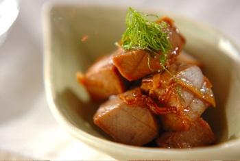 柵の残りをぶつ切りにし、生姜風味で甘辛く煮つめて。お弁当のおかずや、細かく裂いておにぎりの具としても。