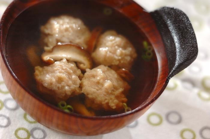 メイン料理が別にあるときも、汁物で活躍してくれる「鶏だんご」。レシピでは生の「鶏だんご」を使っていますが、ここで解凍した「鶏だんご」を入れてあげましょう。スープ類はもちろん、お鍋などに入れてもいいですね。