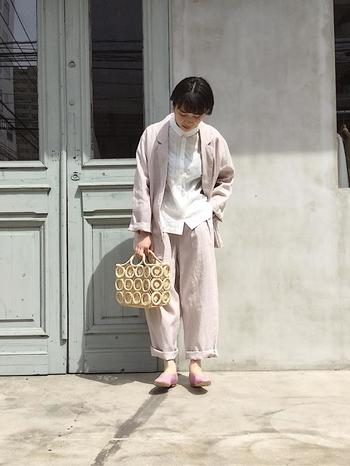 「リネン素材のアウター」は独特のシャリ感とやわらかな肌触りが魅力。通気性が良いので、6月まで着ても涼しく紫外線よけとしても活躍します。