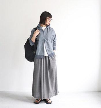 カジュアルに着こなせる「パーカー」。動きやすく着心地抜群で、アウトドアにもおすすめです。肩肘張らない雰囲気で、ちょっとしたお出かけにも気軽に着られるアイテムです。