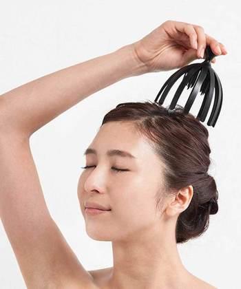 る頭皮のツボを刺激するヘッドスパアイテムは手軽に使えておすすめです。お風呂でゆったり寛ぎながら片手で出来るのも嬉しいポント。心身ともにリラックスできそうです。