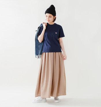 ベーシックなデザインだから、色々なコーディネートがたのしめそう。ロングスカートにも似合います。