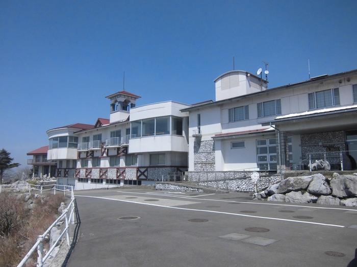コテージでの滞在やキャンプ宿泊施設です。敷地内に愛知県と高知県の県境があり、ちょっとした観光スポットにもなっています。