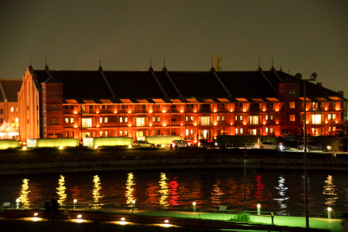 現在はダンスや演劇、音楽などさまざまな表現の場としても使われています。ライトアップされた赤レンガ倉庫もステキです。港町・横浜ならではの風景も楽しんでみてはいかがでしょうか?