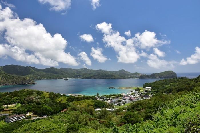 """時間に余裕がある方は、2011年(平成23年)に世界自然遺産に登録された「小笠原諸島」まで足を延ばしてみてはいかがでしょうか?東京の竹芝桟橋から船で24時間。""""東洋のガラパゴス""""と言われる美しい島は、実は東京都に属しているんですよ。"""