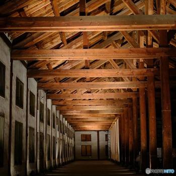 こちらの「置繭所」は、主に繭を貯蔵していた建物で、2階部分に乾燥させた繭を貯蔵していたそう。全長およそ104mにもおよぶ巨大な繭倉庫は圧巻です。