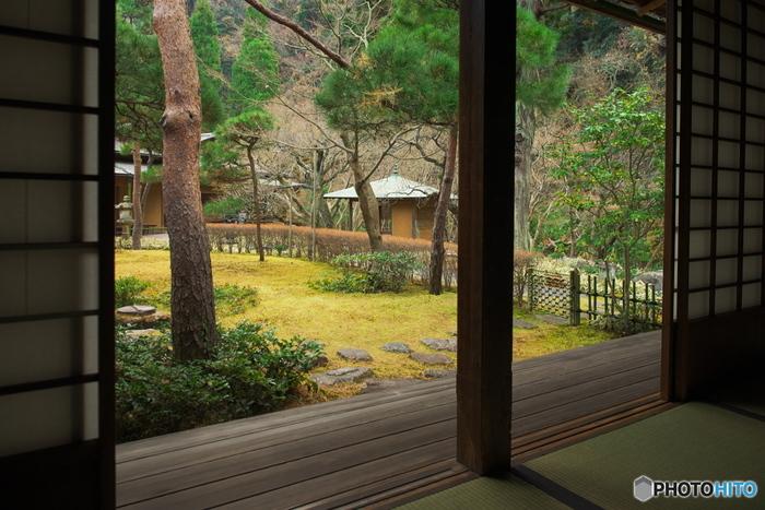 寺社が多い鎌倉の中にひっそりとたたずむ「一条恵観山荘」は、時間がゆったりと流れ、心落ち着く時間を過ごせます。