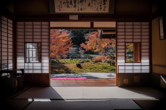 絵画のような景色を見られる紅葉の季節は、ぜひ訪れてみたいもの。ひっそりと静かな庭園は、日ごろの忙しさを忘れさせてくれそうです。