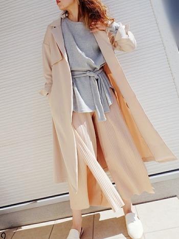 パステルカラーが可愛らしいリブニットパンツは、トレンドを発信し続けるZARAらしい1着です。ピンク×グレーの組み合わせは、お互いのよさを引きたてるカラー。ゆるめのシルエットで、余裕ある大人のオフコーデの完成です。