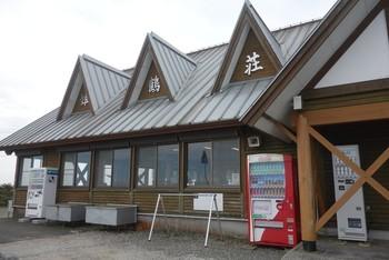 こちらも宿泊、コテージ、キャンプなどが楽しめる施設です。三角屋根が山小屋らしい佇まい。