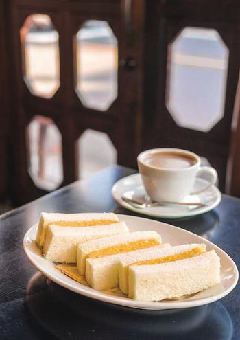 カヤバ珈琲と言えばのメニューが、この「たまごサンド」!常連さんのなかでも、この味を食べられなくなることに涙した人が多いそう。もちろん、創業当時の味が引き継がれています。