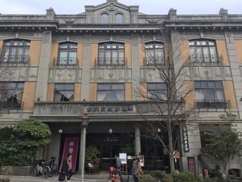 足を止めずにはいられない風格ある美しい佇まい。創業1648年という「THE FUJIYA GOHONJIN」の建築は、有形文化財にも登録されています。外観はホテルのようですが、ここにあるのはイタリアンレストラン。
