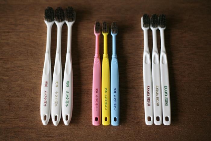 馬毛の歯ブラシは適度な弾力と柔らかさが特徴です。天然毛ならではのしなやかさで歯と歯茎をお掃除してくれます。