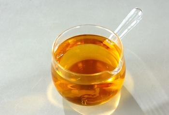 保存瓶に入れて冷蔵庫へ。すし酢として、ドレッシングの材料として、さまざまに活用できます。