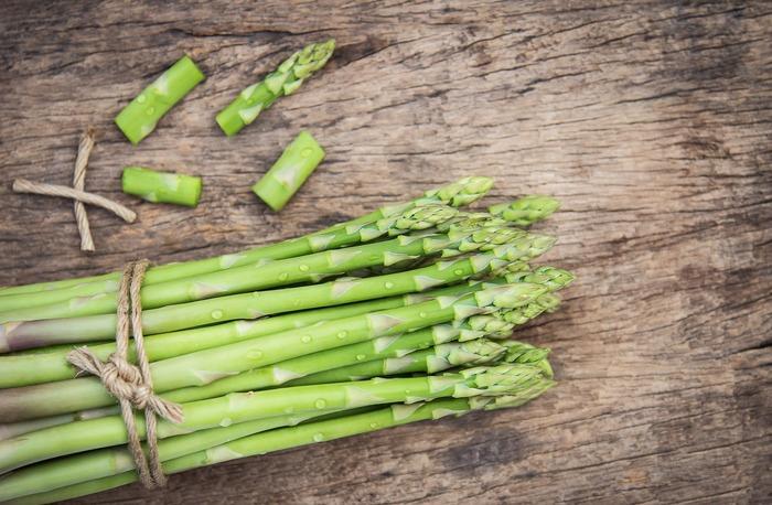緑のアイテムはお肉をまいたり炒めたり使えるアイテムがたくさんあります。ピーマン、ブロッコリー、ほうれん草、キュウリ、獅子唐、アスパラガス、スナップエンドウなど。ほうれん草やブロッコリーは冷凍しておくと便利な食材です。