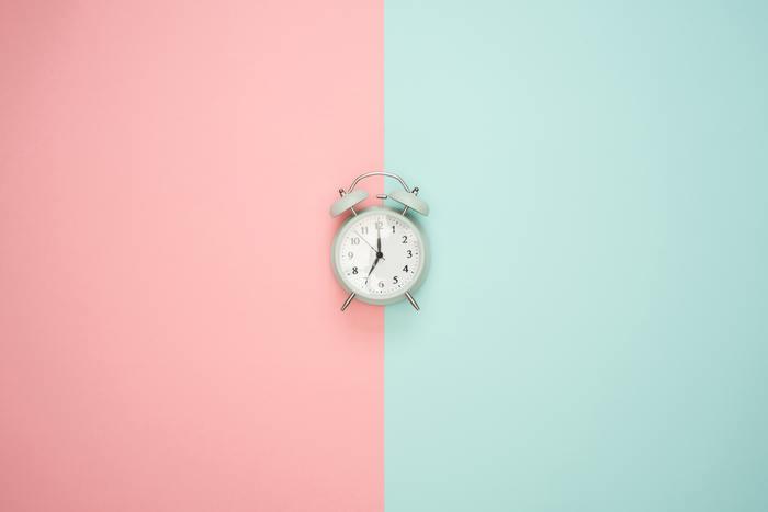 「5分だけ」と時間を決めて片付ける、という方法をよく耳にするかと思います。もちろんそのやり方で実行できれば良いのですが難しいときは、とりあえずスタート時間を決めちゃいませんか。 一度「○時から片付けよう!」と声に出して宣言します。そこから5分~10分集中してみて。 たとえその時間が過ぎてしまっても、気づいた時に始めればOK!そんな大らかな気持ちで取り組みましょう。
