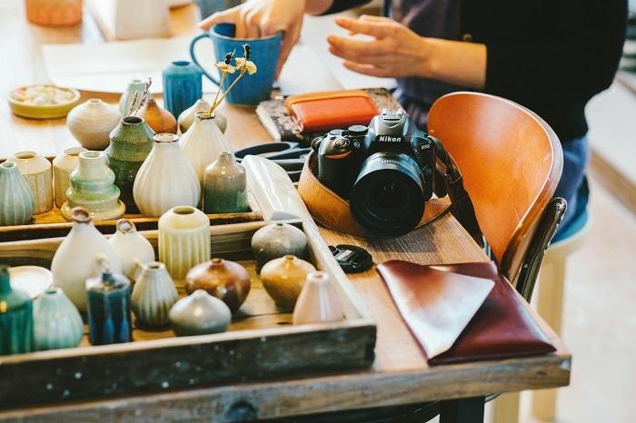 作品を撮影するNikonのカメラ。美しい写真もSNSが人気の理由。SNSでのコミュニケーションを大切にし、海外の方とのやりとりも楽しんでいます