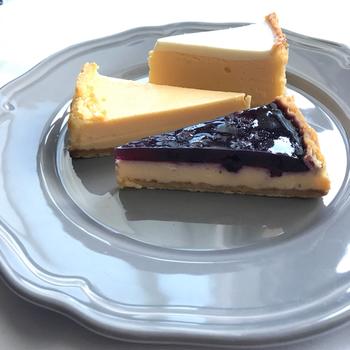 ヨハンのチーズケーキは全部で4種類。甘さ控えめの素材を生かした「ナチュラル」、サワークリームがプラスされ酸味も感じることができる「サワーソフト」そしてナチュラルテイストの優しい甘みが印象的な「メロー」に「ブルーベリー」。こちらもオンラインで購入可能!シンプルで素材を生かした優しい美味しさのチーズケーキ。遠方の方も是非一度ご賞味あれ!