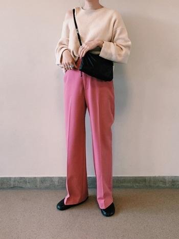 今回はピンクカラーのパンツコーデをご紹介しました。「意外と履きやすいかも!?」と思っていただけたでしょうか?着こなし次第で、大人っぽくも、カジュアルにも着まわしが出来ますし、コーデのアクセントにもぴったり。ぜひピンクカラーパンツに挑戦してみてはいかがでしょう。