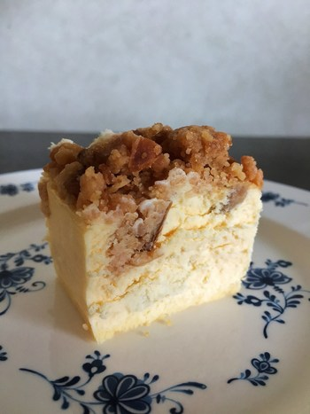 銀座にある「LESOLCA」のチーズケーキは、ゴルゴンゾーラを使った大人のための贅沢なチーズケーキ。