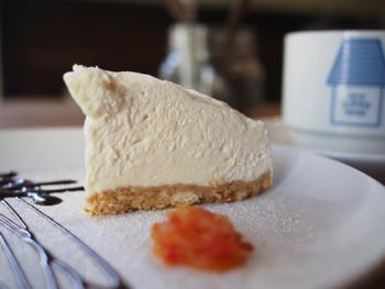 そのほかにも、生クリームがたっぷり使われた「生クリームチーズケーキ」はふんわりとろとろで濃厚な味わい!ケーキの他にもパスタもいただけるそうで、わざわざ足を運びたくなる素敵なお店です。