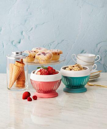 色はキュートなピンクとブルー。デザインもかわいいので、そのまま食卓に並べることができます。