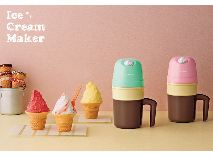 冷凍庫でもテーブルでも場所をとらず、簡単に自家製アイスがつくれて楽しめる「recolt(レコルト)」のアイスクリームメーカー。スリムでコンパクトだから、1~2人分のアイスクリームやシャーベットをつくるのにピッタリ。