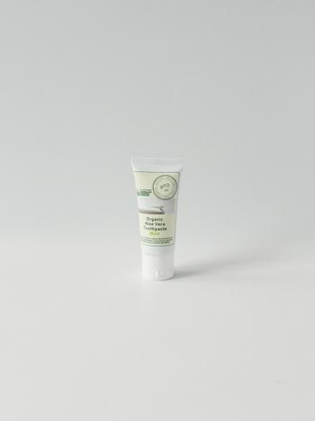 発泡剤や研磨剤、増粘剤不使用の安心安全な歯磨き粉。オーガニックな原材料を使っていて、環境への配慮もあります。