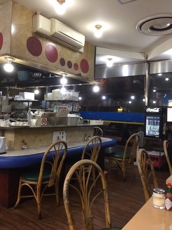 新橋駅・汐留口から徒歩約1分とアクセス抜群。ハンバーグスパゲティなども人気です。