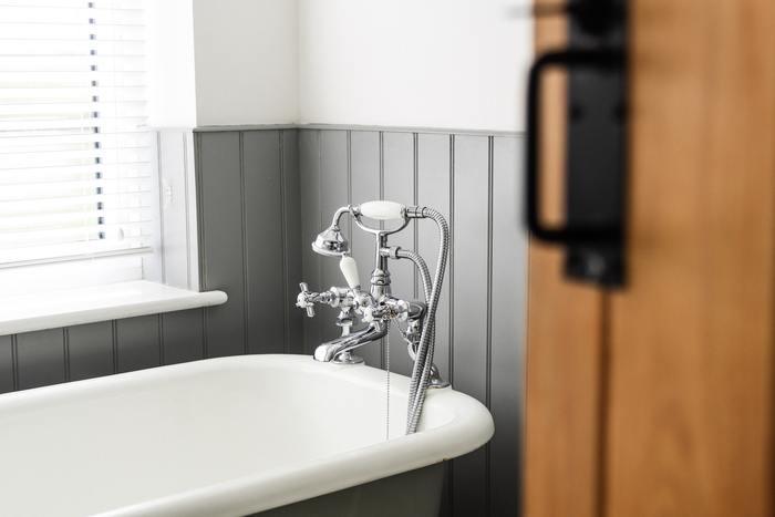 熱が下がり、全身の倦怠感や嘔吐・下痢などの症状がなければお風呂に入ってOK。お風呂は新陳代謝を高めてウイルスの活動を抑えると言われています。さっぱりと気持ちよくリフレッシュするのも大事ですね。 まだ風邪が完治していない時には、以下のような点に注意してお風呂に入りましょう。