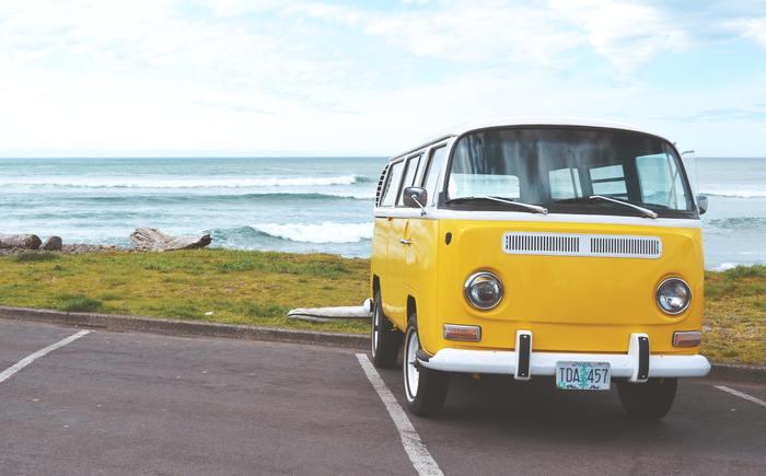 天気がいい日は車でちょっと遠方までドライブもあり。海や山に出かけてみるのもいいでしょう。普段なかなか自然に触れ合えないのであればなおさら、海の音や森の香り、小川のせせらぎに、五感が癒されるのではないでしょうか。