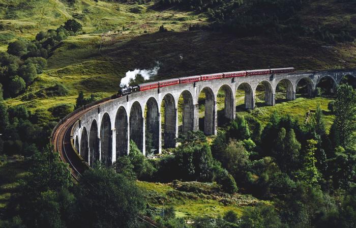 予約しなくても、旅はできます。ローカル電車に乗って、ぶらりと隣の県まで出かけてみたり、バスに揺られていつもとはちょっと違う場所に出かけてみたりetc... そんな小さな非日常を味わってみませんか?