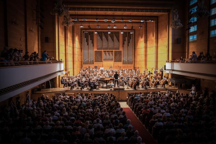 普段はなかなか行かないクラシックを生演奏で聴いてみるのもオススメです。GW中は各地で様々な音楽イベントが行われます。5/3~5の3日間に渡り、フランス発の世界最大級のクラシック音楽祭「ラ・フォル・ジュルネ TOKYO 2019」が東京国際フォーラムにて開催されます。普段は敷居の高い芸術界で活躍している演奏家のコンサートが無料~3000円程という大変リーズナブルな価格帯で鑑賞することができますよ。ぜひこの機会に良質な音楽に触れてみてください。