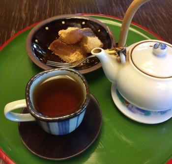 ここで扱う中国茶は、青茶の中でも最も高級な茶葉の1つと言われている「武夷岩茶(ブイガンチャ)」がメイン。烏龍茶の最高峰とも言われ、非常に香り高いのが特徴です。1人で楽しんでもよし、2人で分け合うのもよし。少々お値段は張りますが、是非試してほしい一杯です。