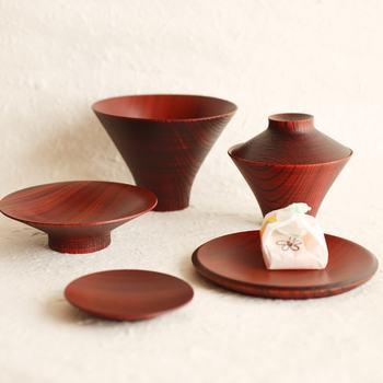 一汁三菜、日本の食卓の理想を叶えてくれる漆器セットです。単品で使っても好し、セットで使っても素敵です。
