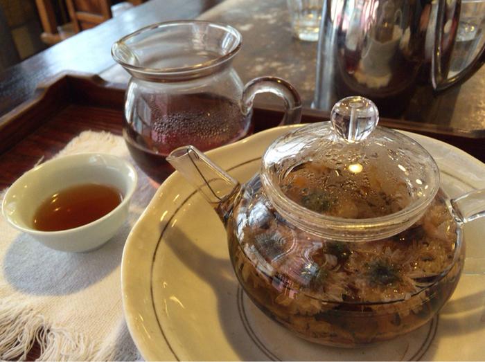 フードメニューだけでなく、お茶もバリエーション豊富。「ウーロン茶」「緑茶」「花茶」などをはじめ、オリジナルブレンドを含めると20種類以上のお茶が揃っています。食事に合わせてお茶をセレクトしてみるのもいいかもしれません。