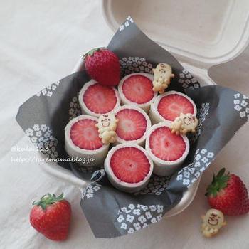 苺の断面がとっても可愛らしい、イチゴのロールサンド。パンを薄くすることで、いちごの存在感がUP!イチゴの美味しい季節に是非!