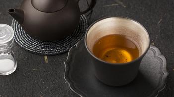 お茶をたっぷりじっくり楽しみたい方は、「茶藝(工夫茶)セット」がオススメ。本格的な茶器セットにお湯を注ぎ、お茶の風味を引き出して楽しみます。それぞれのお茶にあった茶器をセレクトしてくれるので、本来のおいしさや香りを楽しむことができますよ!