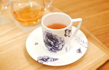 こちらの「鳳凰単叢茶(ホウオウタンソンチャ)」は、ほんのり甘く、果実や花の香りが特徴的で、優雅な気分になります。