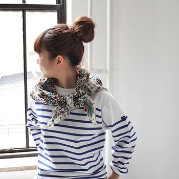 おしゃれな生地を見つけたら、スカーフを作ってみませんか?少し派手なデザインでも大丈夫。着こなしに自分らしいアクセントをプラスしてくれます。