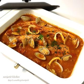 深鍋プレートがあれば、スープや煮込み料理もできちゃいます!ブイヤベースは、シーフードたっぷりでテーブル映えするので、パーティーにもおすすめです。
